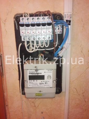 Прокладка провода накладным путем и замена пробок на автоматы.