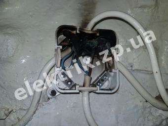 Выгоревшая коробка с проводами. Временное восстановление.