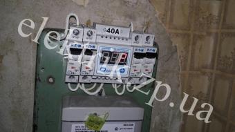 Установка автоматов и реле напряжения.